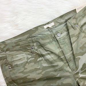 LOFT Pants - LOFT Camo Print Skinny Pants